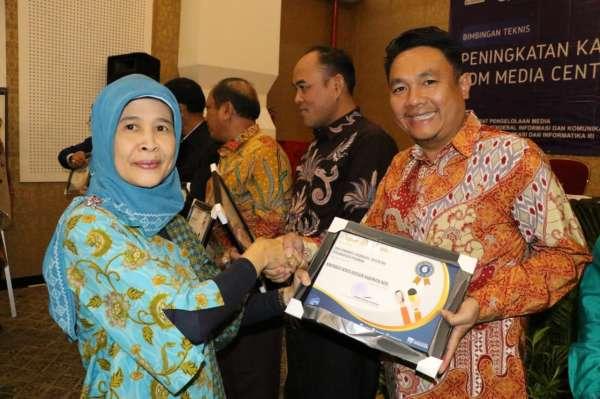 Hasil gambar untuk Media Center Riau Raih Dua Penghargaan